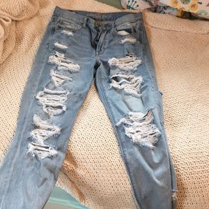 American Eagle ripped mom jean